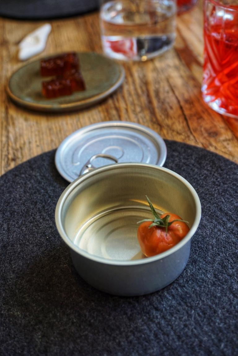 Ceci n'est pas une tomate... mais un amuse-bouche au thon !