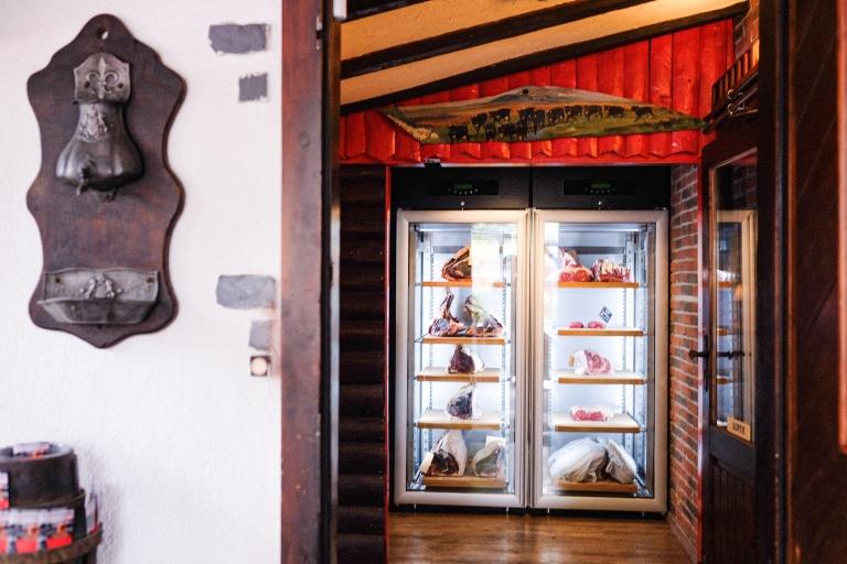 restaurant-geneve-taverne-valais-charbonnade-salle-entrée